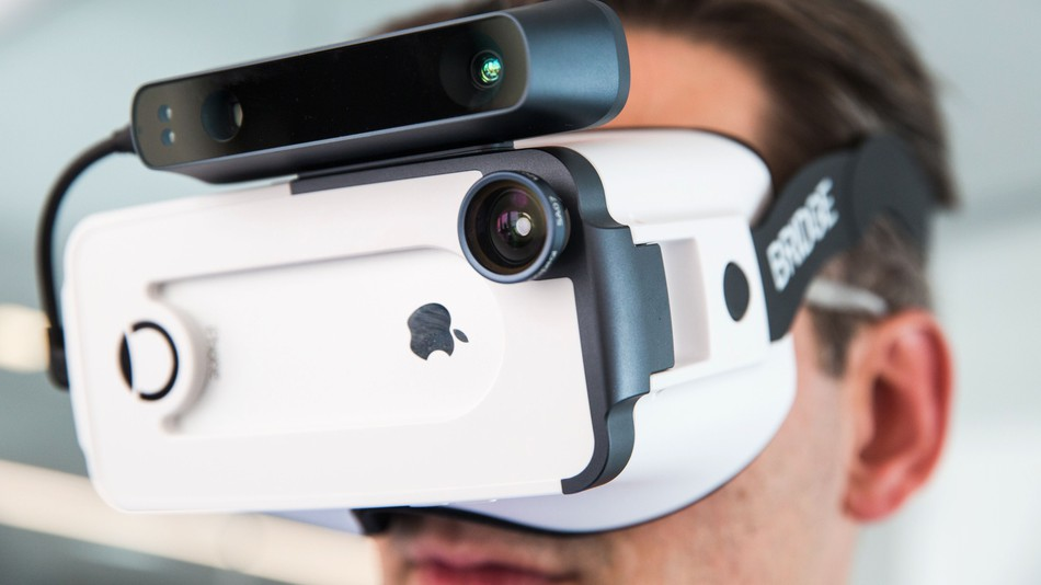 picking iPhone VR headset